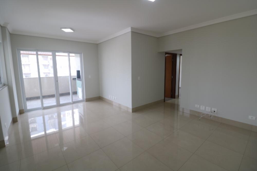 Maringa Apartamento Locacao R$ 2.100,00 Condominio R$550,00 3 Dormitorios 1 Suite Area construida 111.00m2