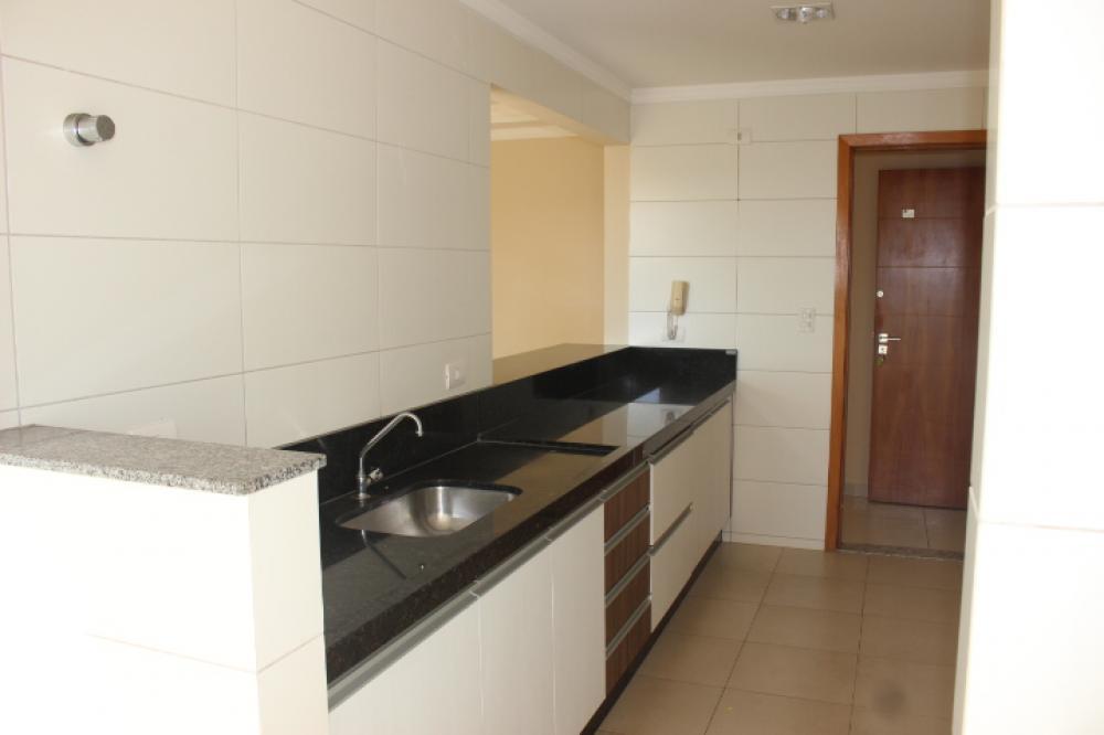Maringa Apartamento Locacao R$ 2.000,00 3 Dormitorios 1 Suite Area construida 100.00m2