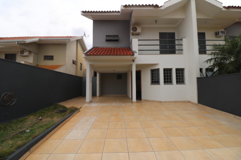 Maringa casa Locacao R$ 2.300,00 Condominio R$200,00 3 Dormitorios 1 Suite Area do terreno 253.63m2 Area construida 172.46m2