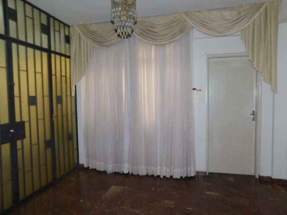 Maringa Apartamento Locacao R$ 1.500,00 Condominio R$900,00 4 Dormitorios 1 Suite Area construida 182.95m2