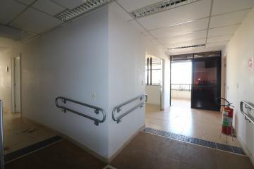 Maringa Zona 01 comercial Locacao R$ 11.000,00 Condominio R$3.000,00  3 Vagas